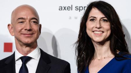 Шефът на Amazon Джеф Безос и бившата му съпруга Маккензи