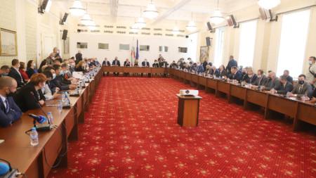 Заседание на временната комисия по проверка за установяване на злоупотреби и нарушения при разходването на средства от Министерски съвет, министерствата, държавните органи, държавни предприятия и дружества с повече от 50 на сто държавно участие през последните 10 години, 10 май 2021 г.