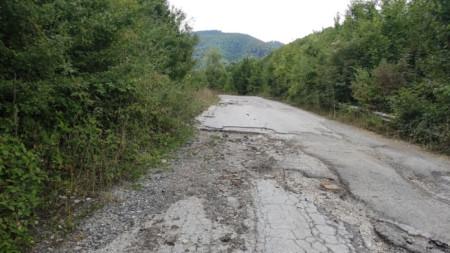 Пътят от Етрополе за село Ямна