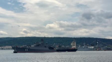 Кораби на ВМС във Варненския залив