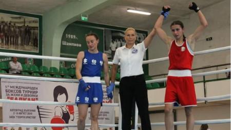 Габриела Димитрова (вляво) отпадна в Улан-Уде.