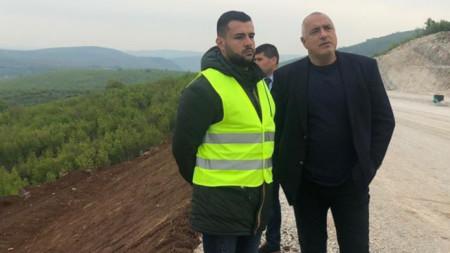 """Премиерът Бойко Борисов проверки и напредъка при изграждането на отсечката между Ябланица и Боаза на магистрала """"Хемус"""