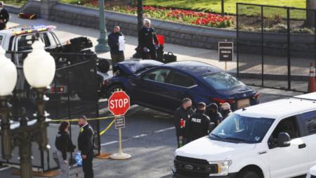 Автомобилът, който блъсна двама полицаи пред Капитолия