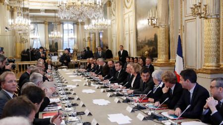 Президентът прие в Елисейския дворец представители на синдикатите, работодателите и местните власти