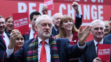 Джеръми Корбин представя лейбъристки манифест на предизборно събитие в Бирмингам