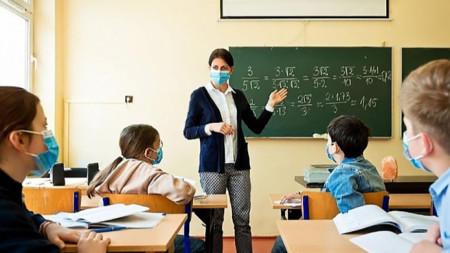 В класните стаи се връщат учениците от 5-и, 9-и и 12-и клас.