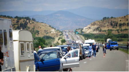 Udhëtuesit që më 15 qershor ishin detyruar të presin në radha kilometrike, sot janë të territorin e Greqisë