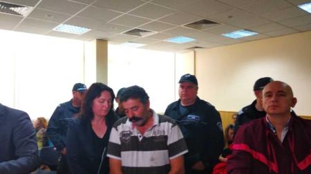 Кипърският фермер Димитракис Пирилис, който прегази с товарен автомобил един от тримата роми, нахлули да крадат в имота му в село Болярино, остава в ареста.
