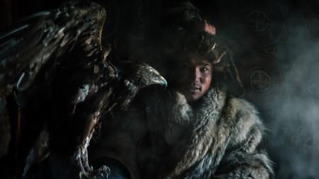 Пастирът с дресиран да лови лисици орел е един от най-сниманите хора в Монголия.