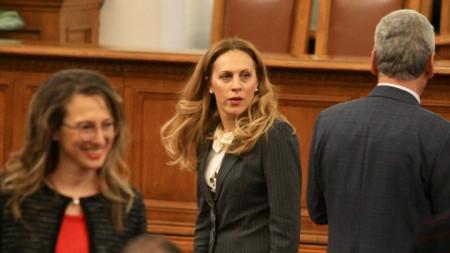 Марияна Николова (в средата) наследи мястото на Валери Симеонов като вицепремиер
