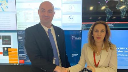 Вицепремиерът Марияна Николова и генералният директор на израелското Национално бюро по киберсигурност Игал Уна