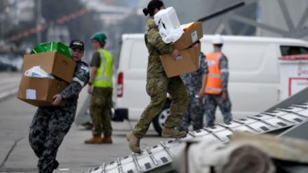Австралийски военни вече помагат за справяне с кризата, причинена от горските пожари.