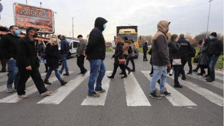 Частниците протестират на бул.