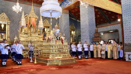Кралят на Тайланд Маха Ваджиралонгкорн на церемонията по коронацията му в Банкок.