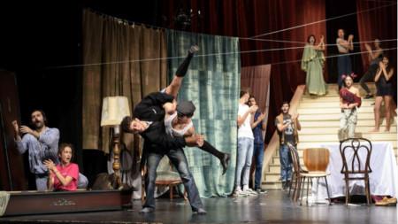 """Фрагмент от постановката """"Танго"""""""