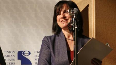 """Ирена Гъделева получи наградата """"Кристална лира"""" в категория """"Музикална критика и публицистика""""."""