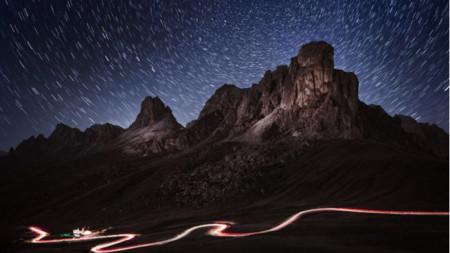 """Georgi Mitev – """"Natë yjeplotë mbi Passo di Giau"""""""