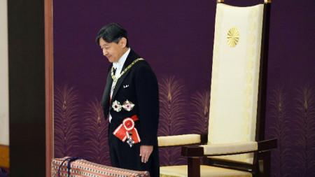 Император Нарухито наследи имперските съкровища на специална церемония