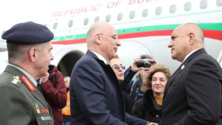Премиерът беше посрещнат в Александруполис от гръцкия външен министър Николаос Дендиас.