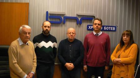 Проф. Никола Алтънков, Звездомир Андронов, Румен Леонидов, Димитър Атанасов и Юлиана Методиева (от ляво надясно)