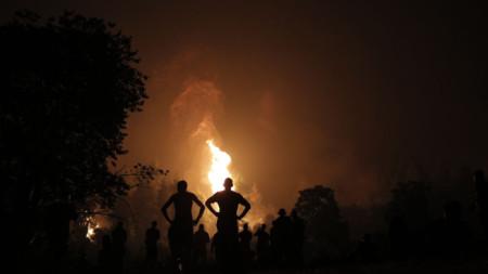 На остров Евбея (Евия) пожарът е локализиран в няколко активни огнища.