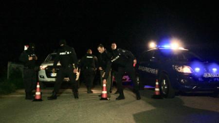 Издирваният за две убийства Стоян Зайков е бил обграден в района на Долна Баня, след което открил огън по силите на реда.