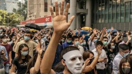 Протестиращи в Хонког срещу забраната на маски