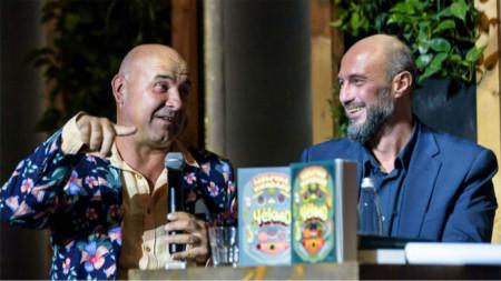 На премиерата на книгата Момчил Николов (вдясно) се срещна отново с героя си