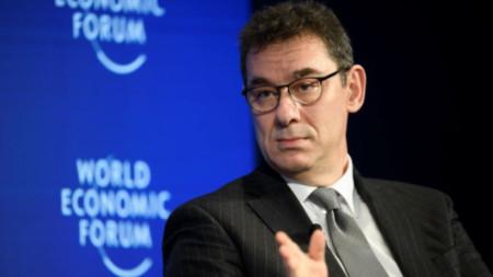 Алберт Бурла, изпълнителен директор на Pfizer Inc.
