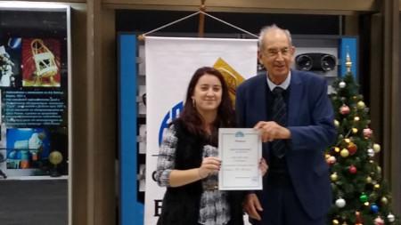 Елица Станачкова получи сертификат за стипендия от акад. Кирил Боянов