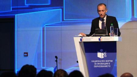 Министърът на образованието Красимир Вълчев откри първия национален форум за иновативните методи на преподаване в училищата в София.