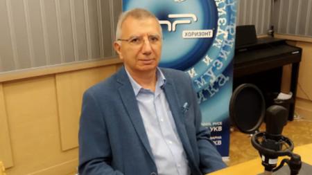"""Проф. Пламен Панайотов в студиото на предаването """"Неделя 150"""" на програма """"Хоризонт"""""""