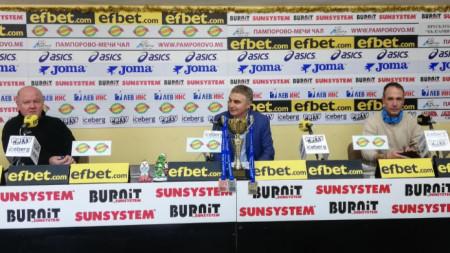 Председателят на СКЛА Академик Христо Стоянов (в средата) обясни, че турнирът се провежда от 1969 г.