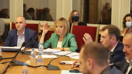 Гласуване във временната комисия по проверка за установяване на злоупотреби и нарушения при разходването на средства от Министерски съвет.