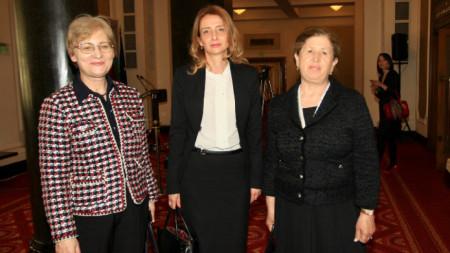 Стефка Стоева, Кристина Цанкова-Стефанова, Севинч Силакова (от дясно наляво)