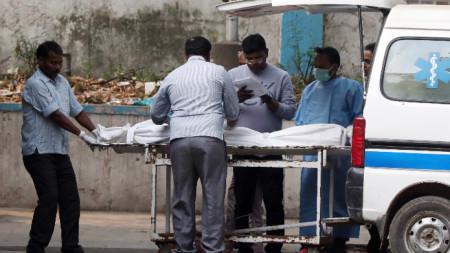 Пожар отне живота на най-малко 43-ма души в Делхи.