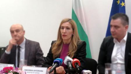"""""""Wenn wir die anvisierten Ergebnisse erzielen, so kann dieser Finanzmechanismus auch künftig eingesetzt werden"""", erklärte Tourismusministerin Nikolina Angelkowa auf einem Treffen mit Vertretern der Wirtschaft und der Tourismusbranche."""