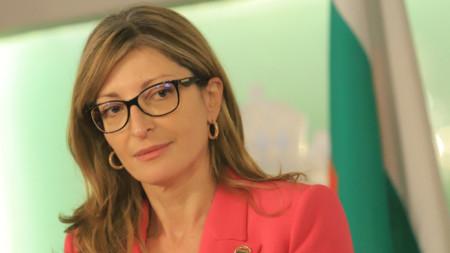 Вицепремиерът и външен министър Екатерина Захариева