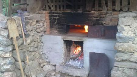 Правена преди 100 години фурна за хляб в кюстендилското село Раждавица е възстановена и работи отново