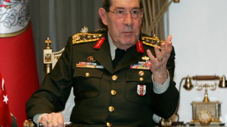 Ген. Яшар Бююканът говори пред журналисти на 30 януари 2008 г. в Анкара.