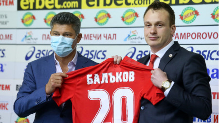 Балъков и Гьонов по време на представянето.