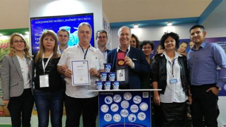 """Бугарско ацидофилно млеко је одликовано златном медаљом и дипломом за квалитетан и оригиналан производ на последњем издању сајма хране """"Свет млека"""" у Софији"""