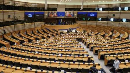 Пленарните сесии на Европарламента са редуцирани и се провеждат посредством видеоконферентна връзка.