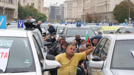 "На площад ""Батенберг"" се проведе национален протест на автоинструкторите"