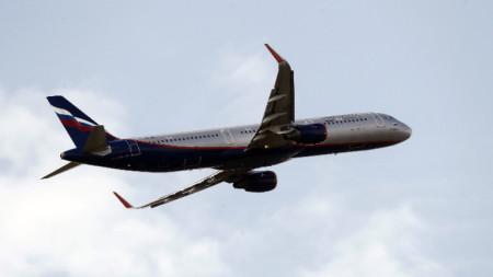 Самолет на