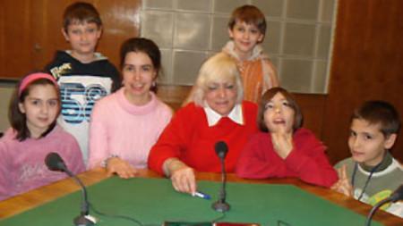 Мариана Симеонова, Калина Колева и деца по време на предаването.