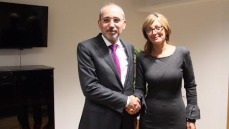 Министърът на външните работи на Йордания Айман ас Сафади и българският вицепремиер и министър на външните работи Екатерина Захариева в Брюксел.