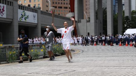 Актьорът Канкуро Накамура VI носи огъня към префектурата на Токио.