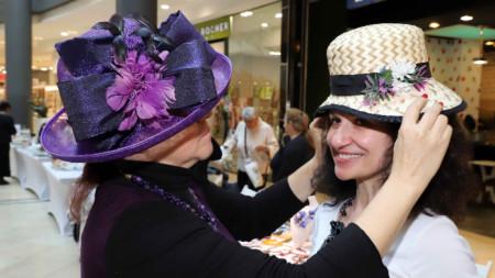Ирина Сардарева винаги ще ви намери подходяща шапка