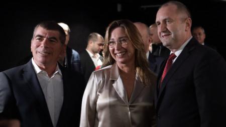 Президентът Радев с участниците във филма от български произход - журналистката Ошрат Котлер и Габи Ашкенази, бивш шеф на Генщаба на Израел.